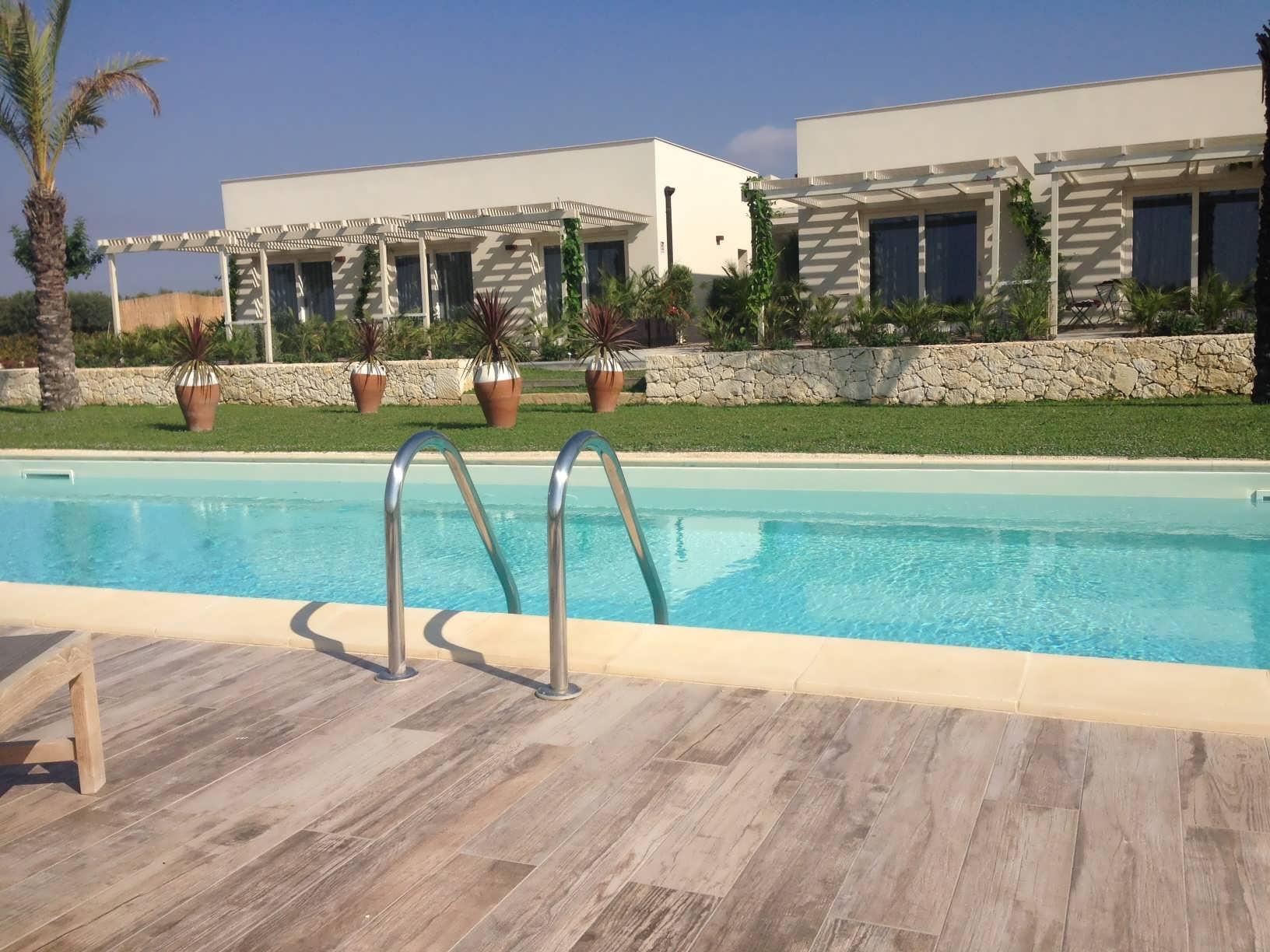 Scilla Maris - Charming Suites Noto__piscina1
